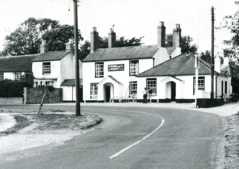 The Crown Inn, 1960 (Courtesy St. Barbe Museum, Lymington)