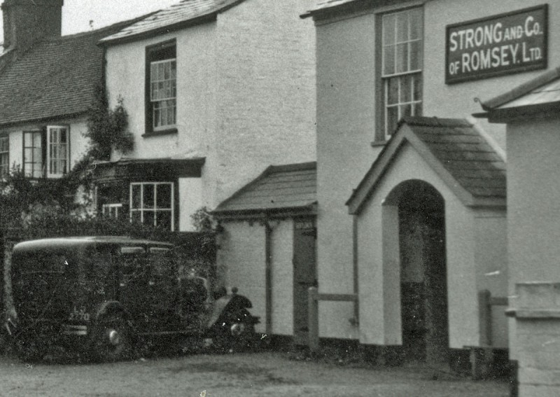 The Crown Inn, 1939  (Courtesy Gill Rowlands)